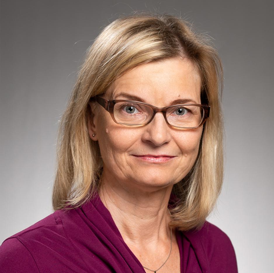 Dr. Corinna Koebnick headshot