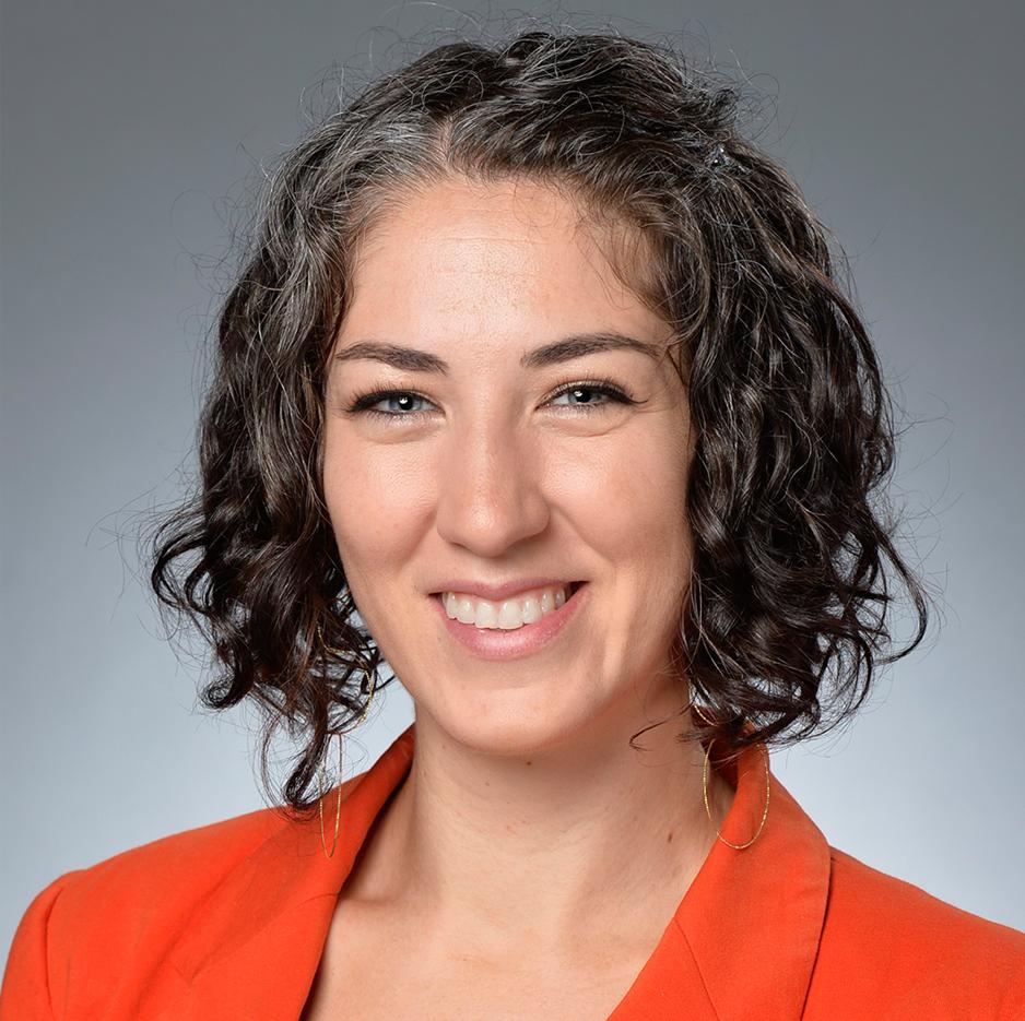 Dr. Lisa Oakley headshot