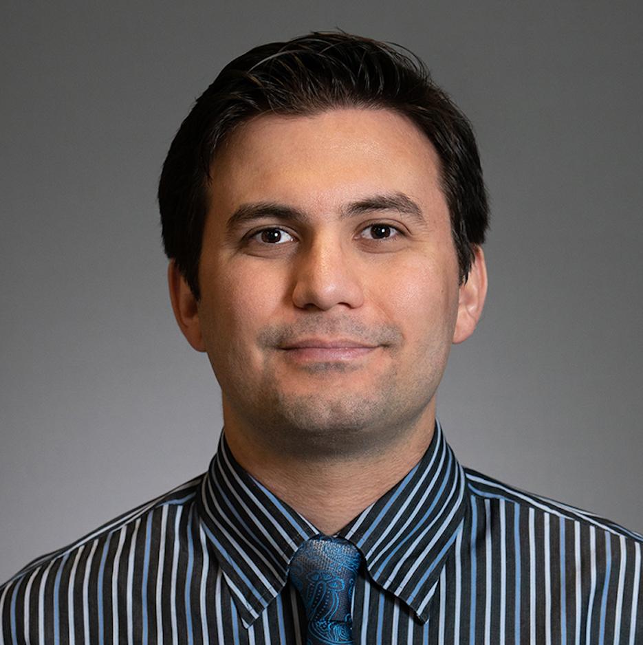 Dr. Bobeck Modjtahedi headshot